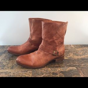 N.d.c. Made by hand Booties